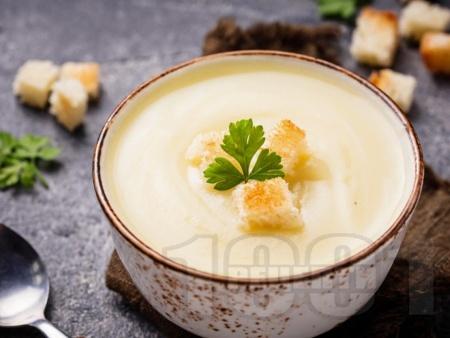 Крем супа с карфиол, картофи, синьо сирене и прясно мляко - снимка на рецептата